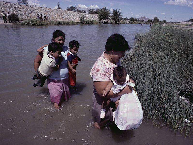 ... Mexican illegal immigrants , crossing the Rio Grande river into the U.S. ...